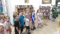Modraczki w bibliotece